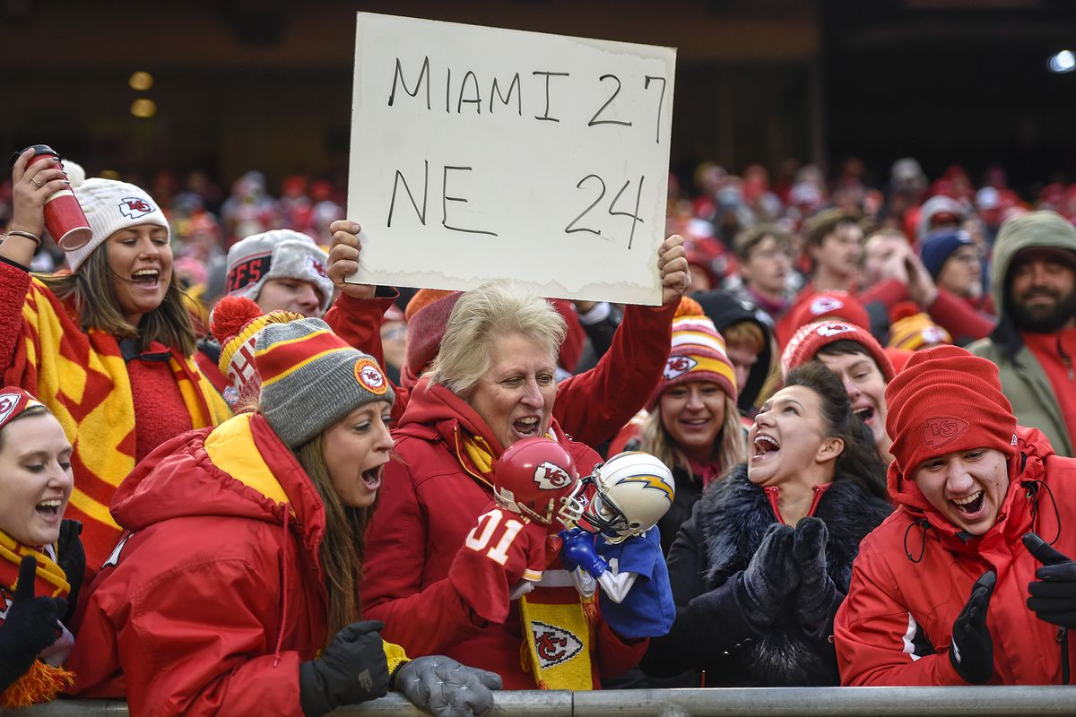 Chiefs handle own business against Chargers, get gift-win via Dolphins to claim 2-seed