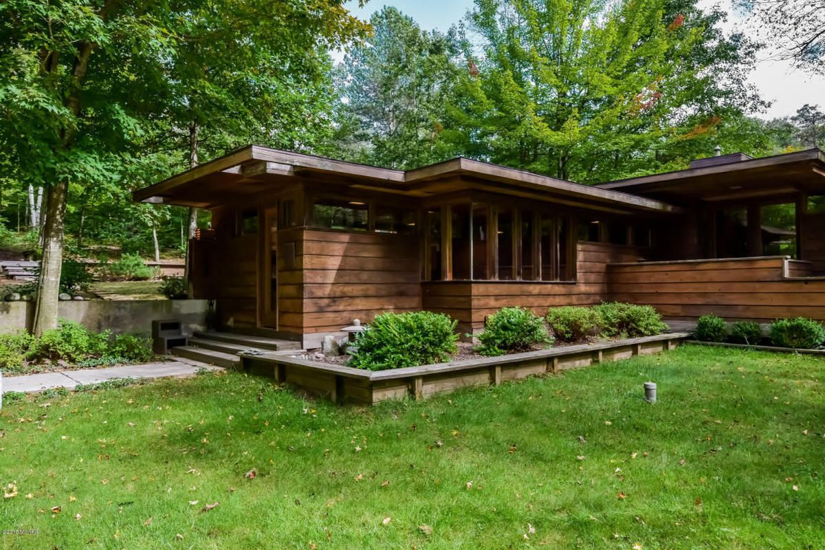 Campers For Sale In Mn >> Stellar Frank Lloyd Wright-Inspired Michigan Home Asks ...