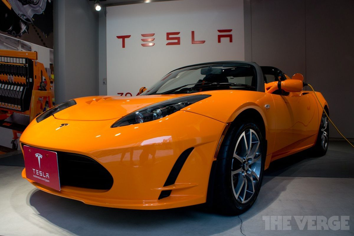 It S Official Tesla Is Launching A New Roadster In Four Years
