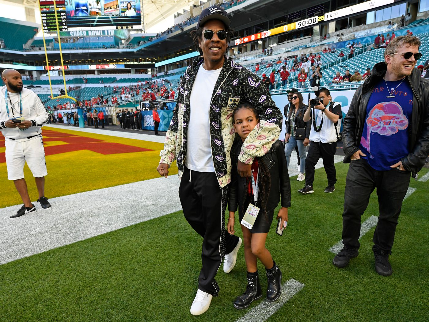 Super Bowl 2020 The Controversy Of Jay Z And Beyonce Sitting During The National Anthem Vox