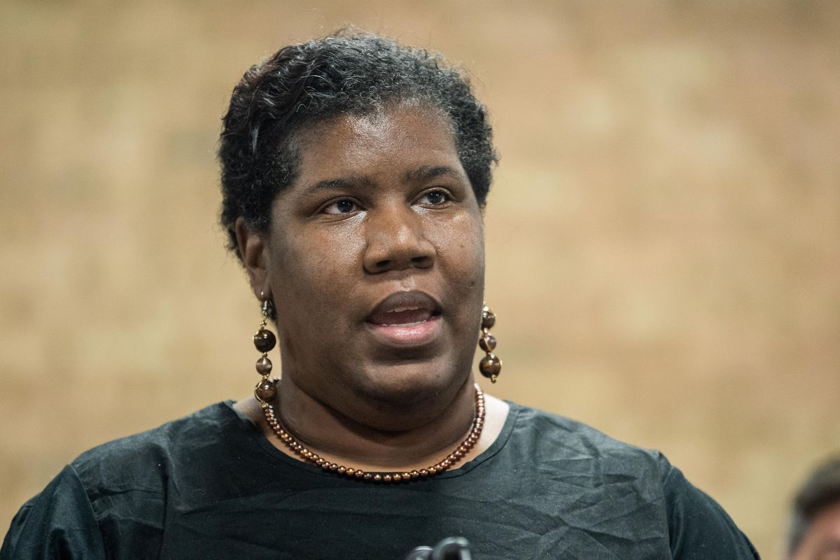 Deonna Hart, the manager of learning and leadership at BUILD, speaks at Thursday's event.