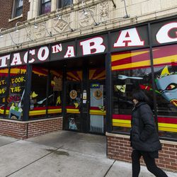 Taco in a Bag  in Lincoln Square. | Tyler LaRiviere/Sun-Times