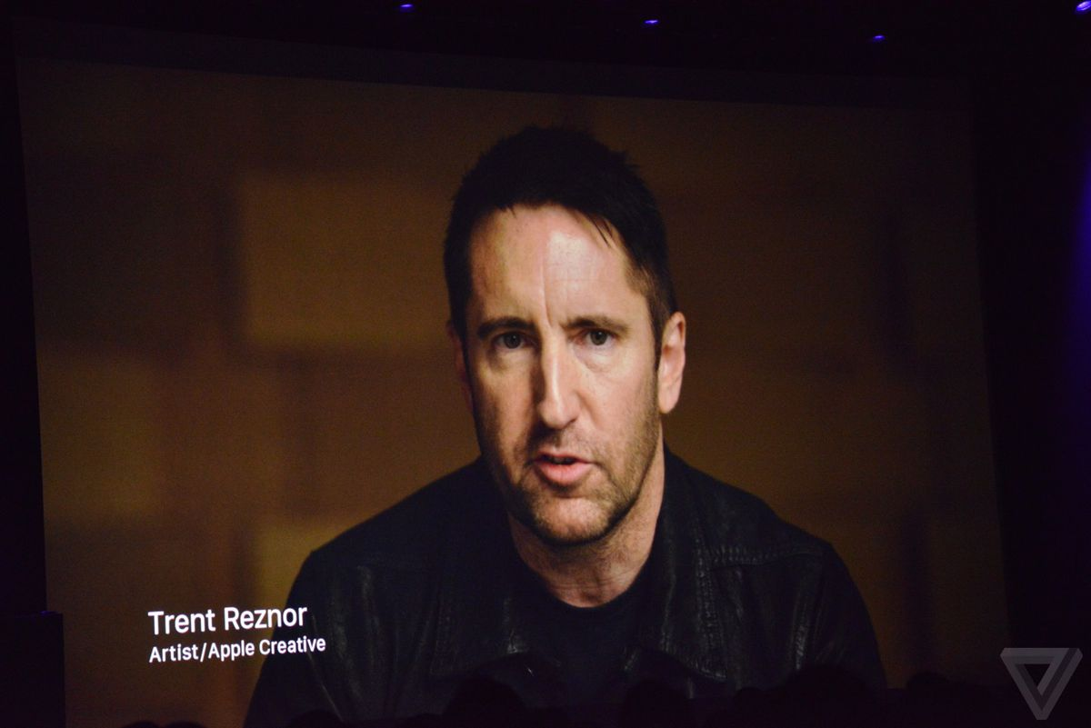 Trent reznor signs with new management