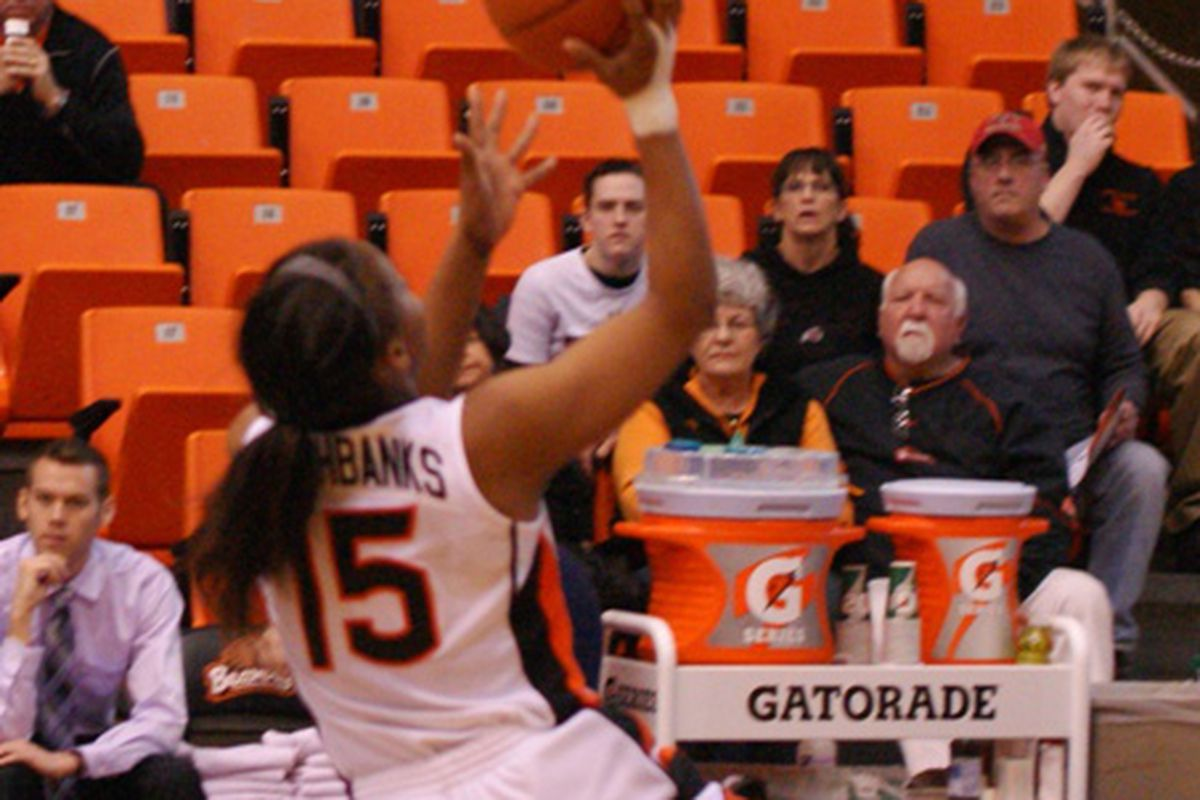 Oregon St.'s lone senior, Earlysia Marchbanks, led the Beavers to a 68-53 win over Oregon, and a season sweep of this year's Civil War series. <em>(Photo by Andy Wooldridge)</em>