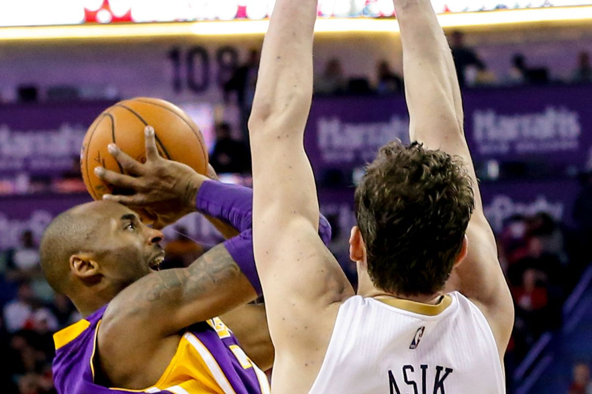 Omer Asik Presents Verticality Thesis to Kobe Bryant