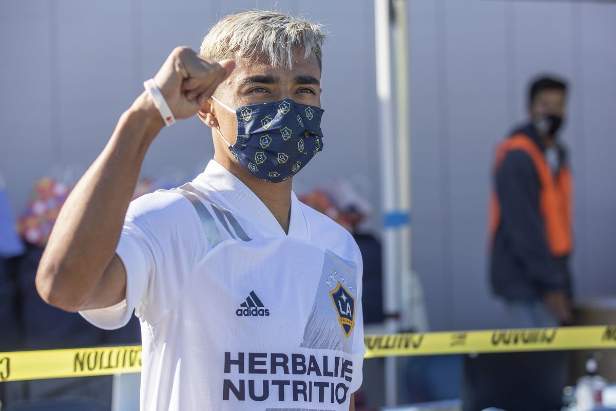 Galaxy player gives back to community
