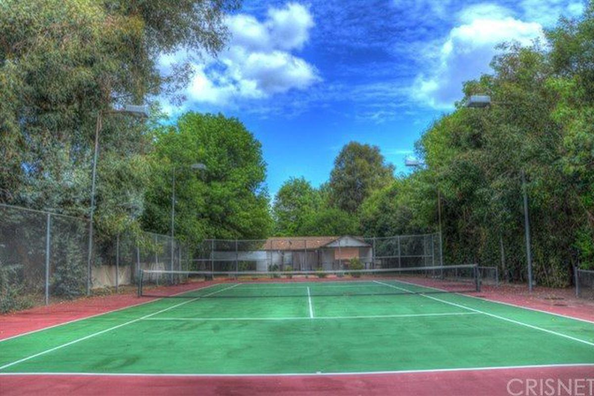 Fixer With Tennis Court In Tarzana Asking 750 000 Curbed La