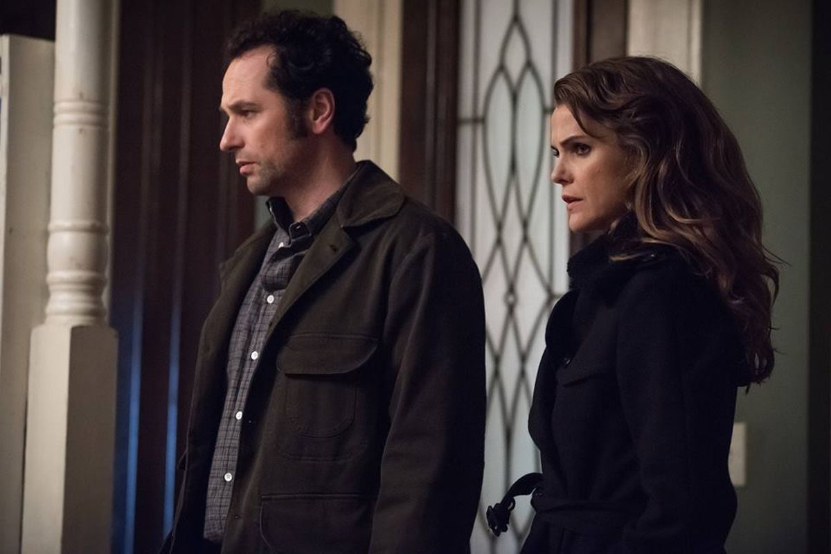 """The characters Philip (actor Matthew Rhys) and Elizabeth Jennings (actor Keri Russell)on the FX TV show """"The Americans"""""""