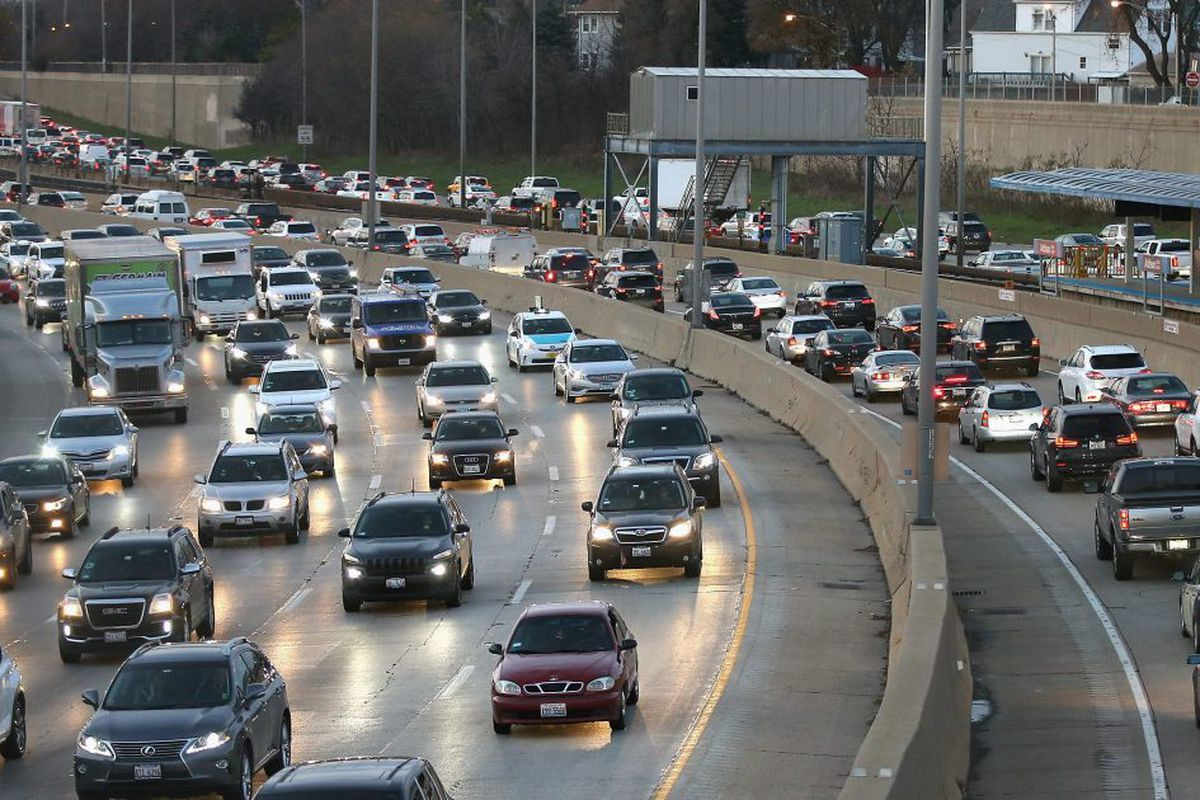 Thanksgiving travel: Best and worst times to hit the road, fly in
