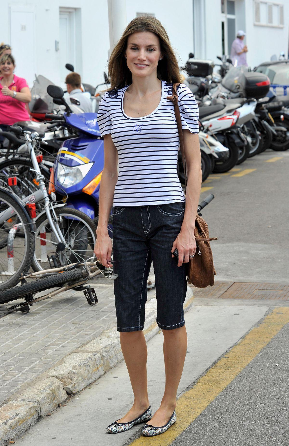 Princess Letizia of Spain wearing denim pedal pushers in 2010.
