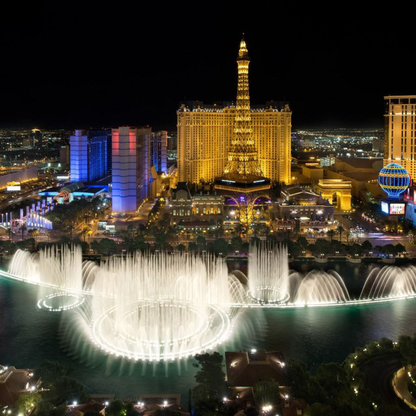 Five Restaurants With A View Of The Bellagio Fountains To Try This