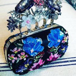 Anna Wintour's daughter Bee Shaffer will be carrying this incredible Alexander McQueen clutch tonight.
