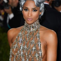 Ciara's perfect nude lip is actually a blend of three H&M lipsticks.