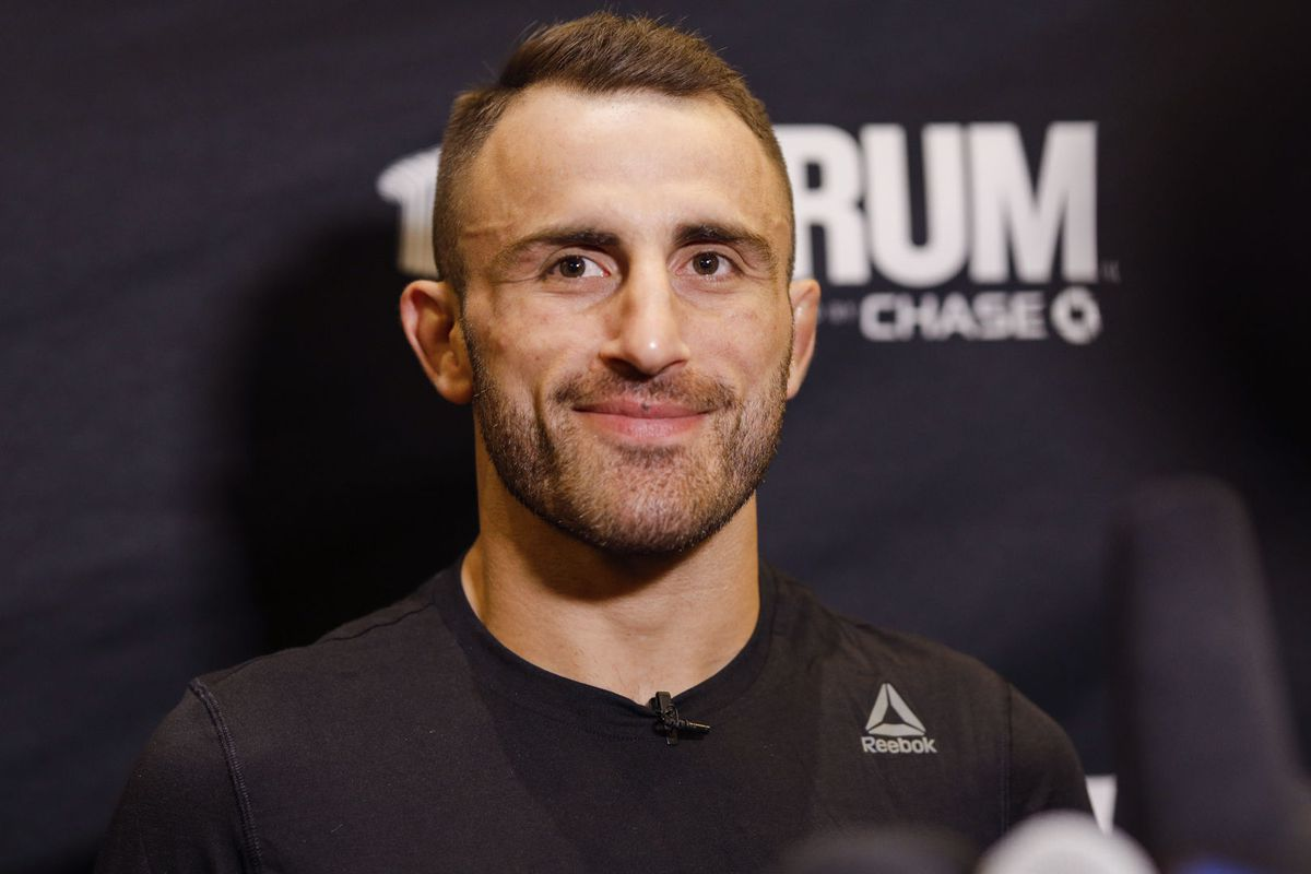Alexander Volkanovski back home in Australia after dealing with bacterial infection