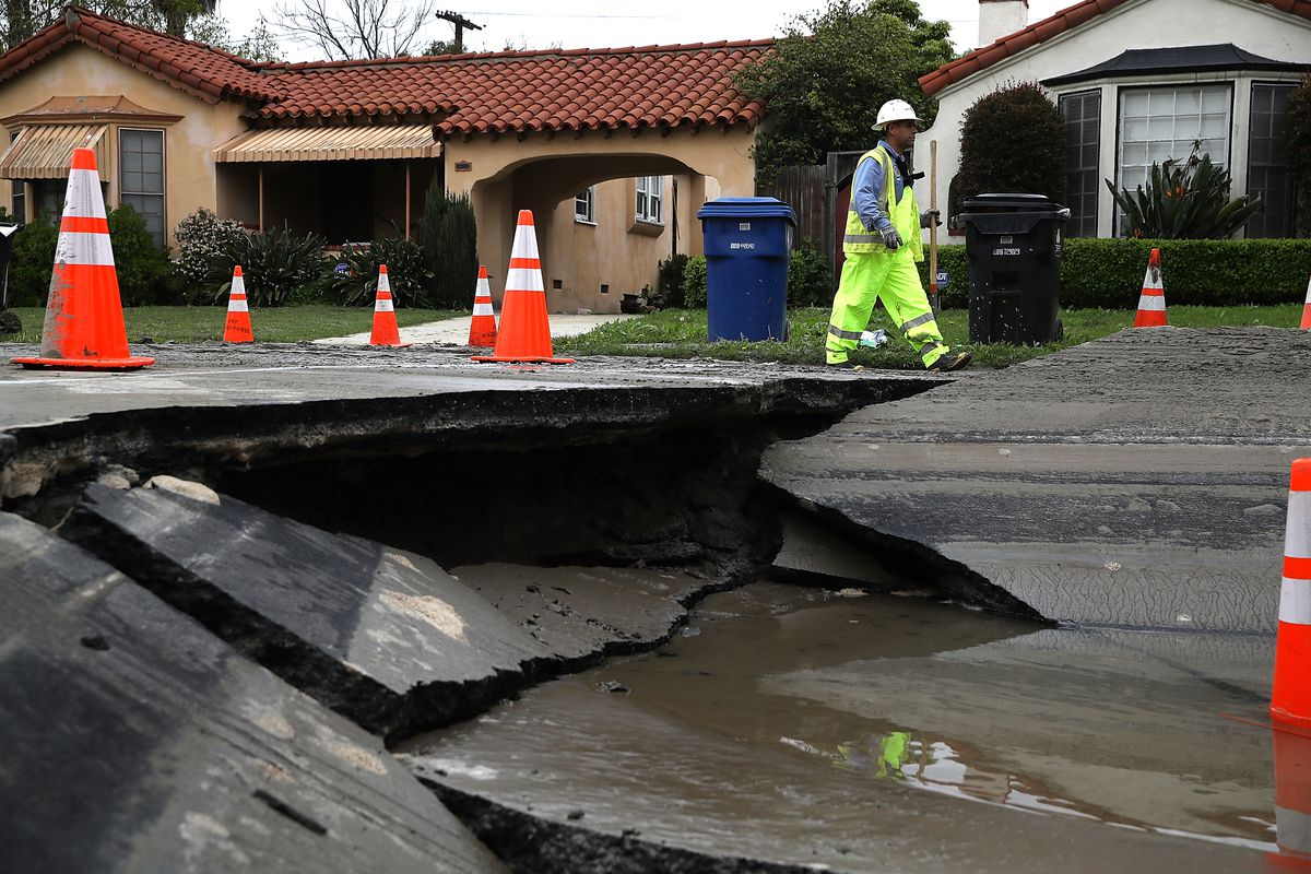 Massive Sinkhole Opens Up In Los Angeles