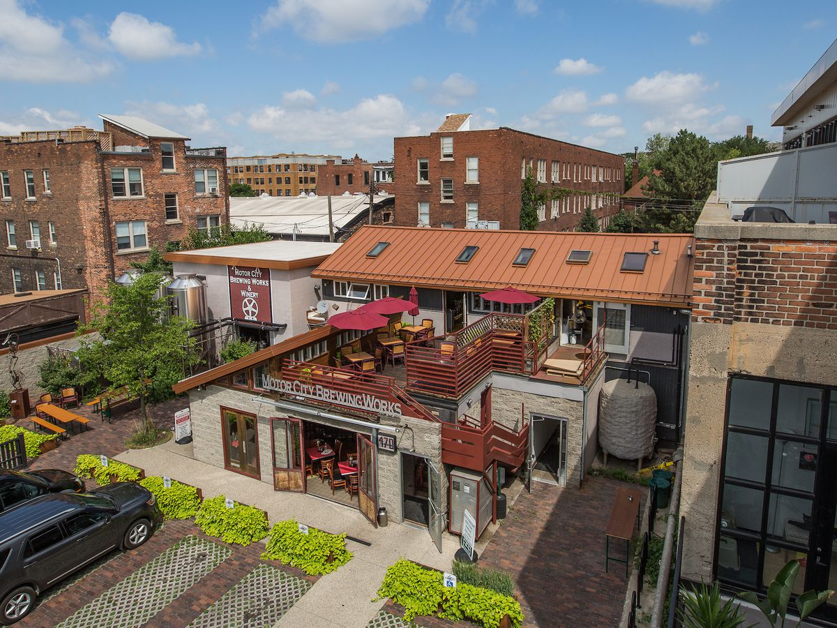 Detroit S Best Restaurant And Bar Patios Eat And Drink