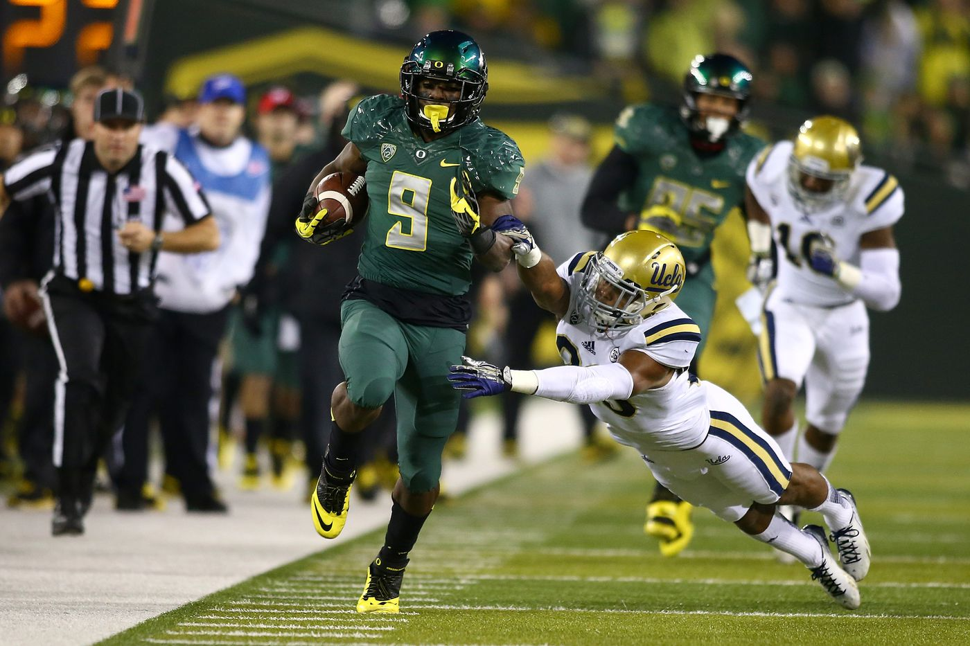 2014 Pac-12 Championship Odds: Bovada favors the Ducks and Bruins to