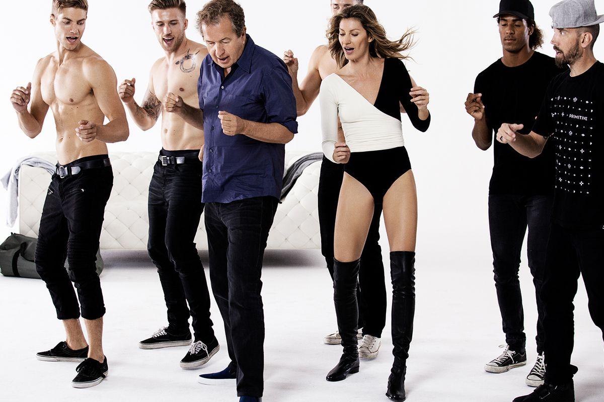 """<a href=""""http://www.harpersbazaar.co.uk/fashion/fashion-news/video-gisele-leads-a-model-dance-class"""">HarpersBazaar.co.uk</a>"""