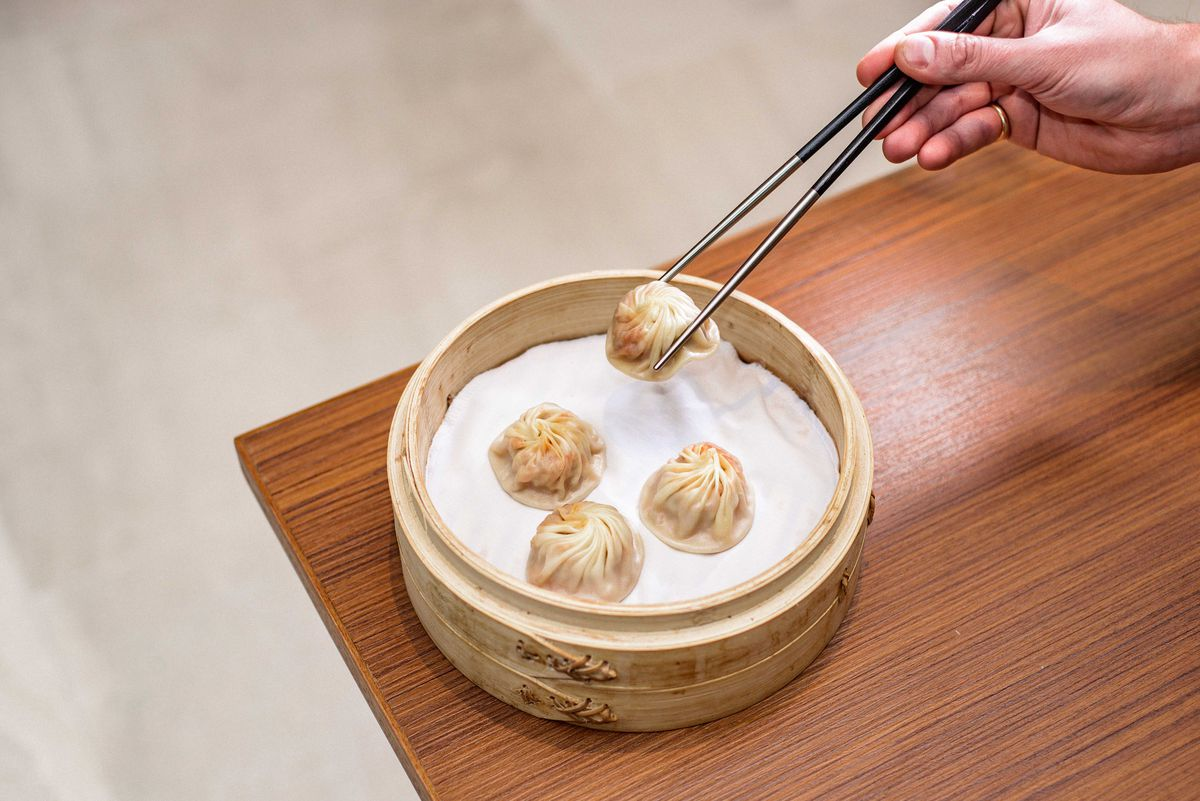 Din Tai Fung's xiaolongbao dumplings let down food critic Tim Hayward at world-famous dumpling chain restaurant in London