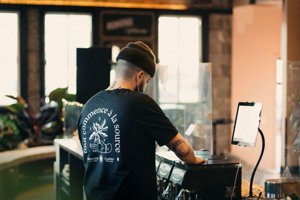 backside of man wearing black t-shirt