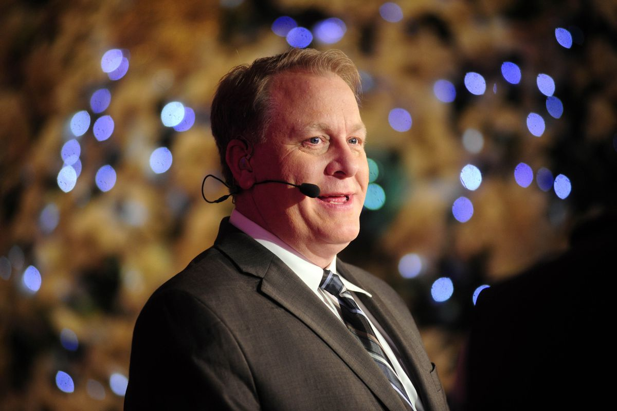 Curt Schilling will join the Sunday Night Baseball broadcast team as an analyst for the 2014 season.