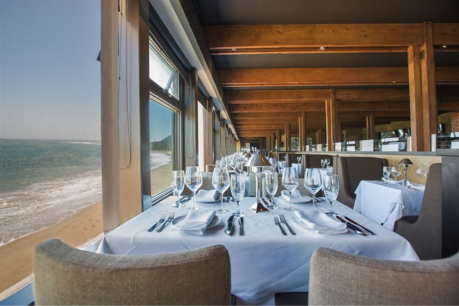 Mastro S Ocean Club A Suave Seaside Eatery In Malibu