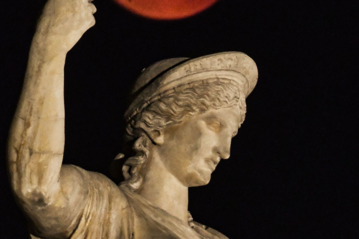 GREECE-SCIENCE-ASTRONOMY-ECLIPSE-MOON