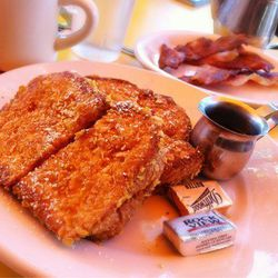 """Start your day at hipster-faved greasy spoon <a href=""""http://www.fred62.com"""">Fred 62</a> (1850 N Vermont Ave). The <a href=""""http://la.eater.com/archives/2013/08/28/an_updated_guide_to_latenight_dining_in_los_angeles.php"""">late-night</a> dining spot is know"""
