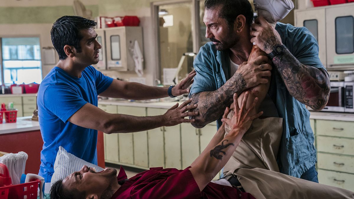 Stu (Kumail Nanjiani) trying to stop Vic (Dave Bautista) from beating up a suspect.