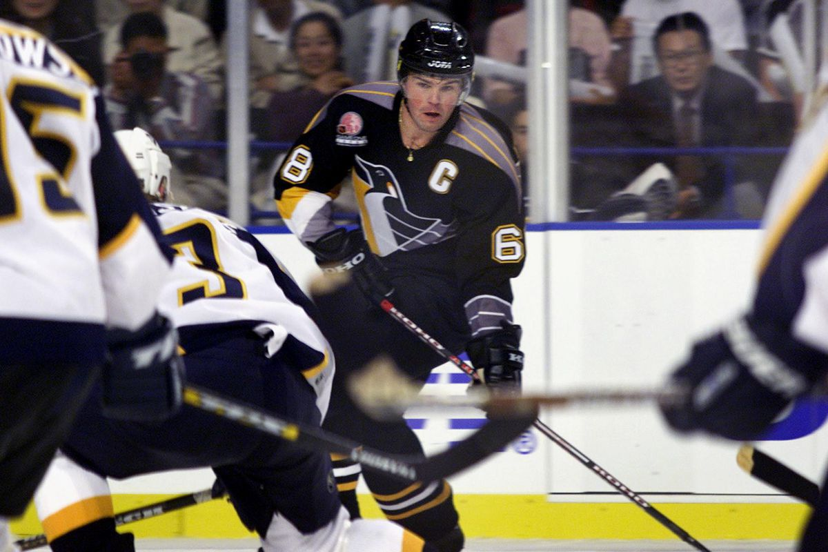 Jaromir Jagr (C) of the Pittsburgh Penguins keeps