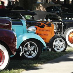 تصطف السيارات القديمة خلال عرض Rumble in the Park للسيارات في Pioneer Park في مدينة سولت ليك سيتي يوم الأحد 13 يونيو 2021. وتشير دراسة حديثة حول برنامج لوحة الترخيص في ولاية يوتا إلى أنه من بين 74 لوحة ترخيص خاصة متداولة حاليًا ، تلقى 19 منها لا ايرادات على الاطلاق.
