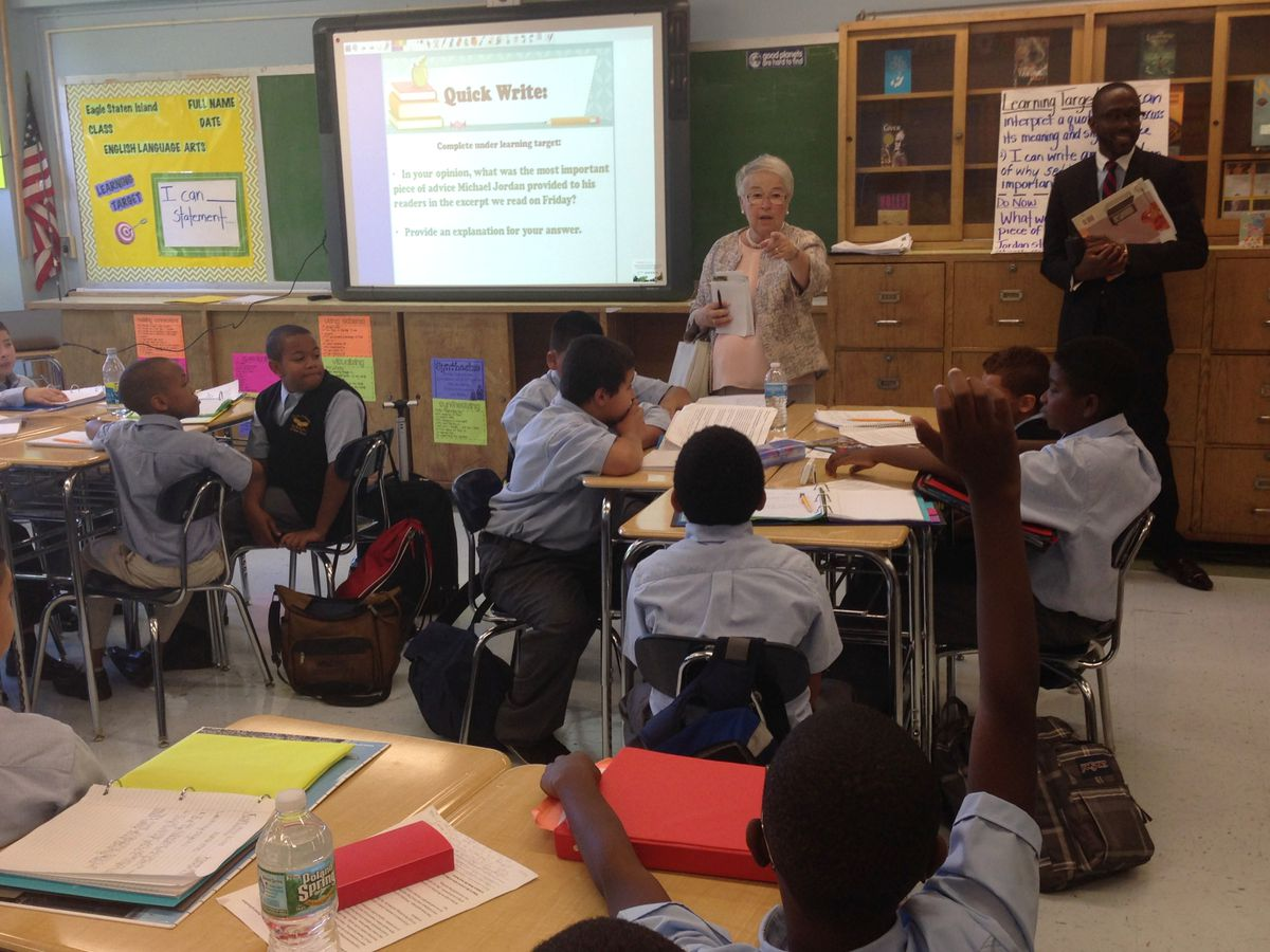 Fariña toured the Eagle Academy For Young Men of Staten Island, a new middle school housed in the same building at I.S. 49.