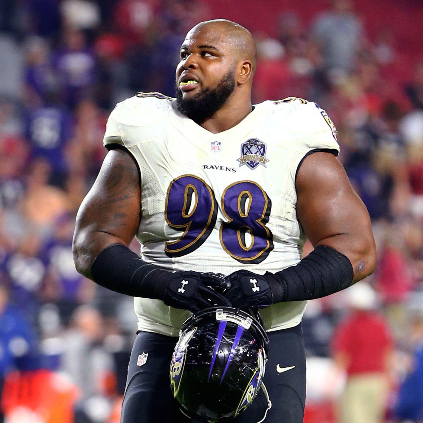 Baltimore Ravens defensive lineman Brandon Williams signs a ...