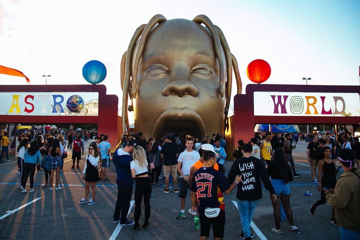 Travis Scott S Astroworld Festival Was Like Walking Through A