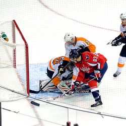 Bryzgalov Covers Up In Front of Beagle