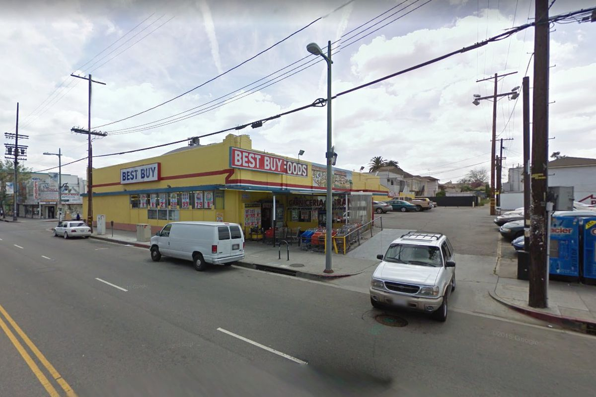 View of Pico grocery store