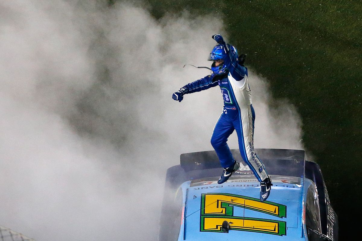 Stenhouse wins Coke Zero 400 at Daytona
