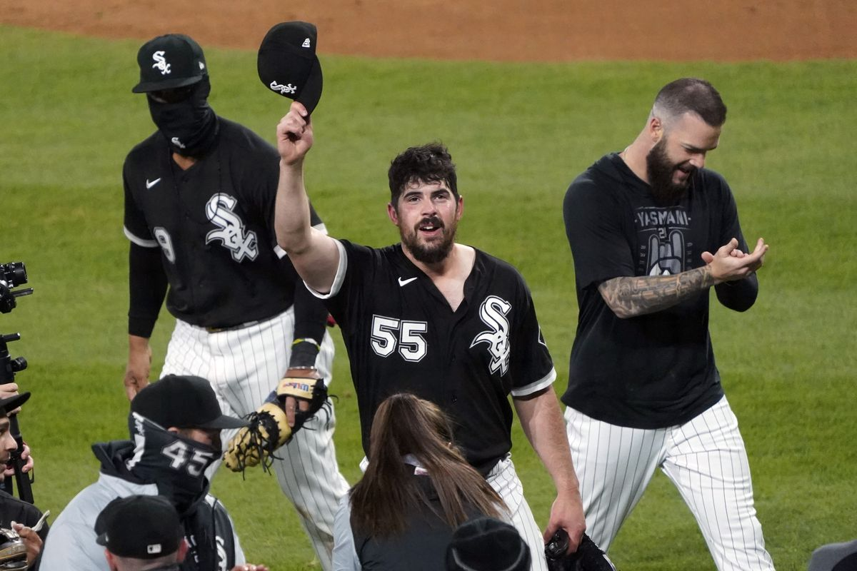 White Sox starting pitcher Carlos Rodon tips his hat after throwing a no-hitter against the Indians.
