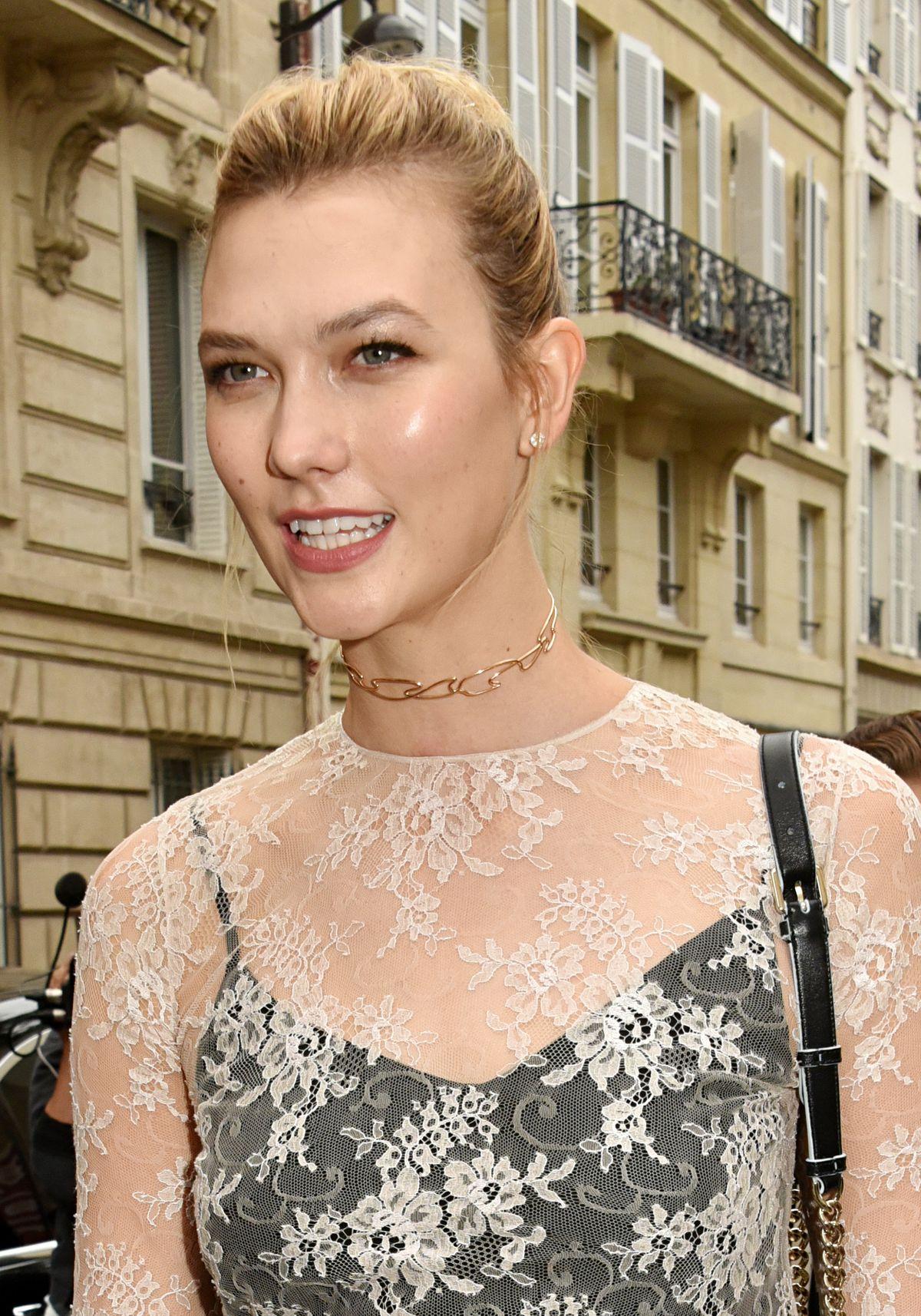 Karlie Kloss wearing a choker necklace.