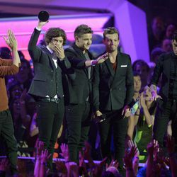 From left, Niall Horan, Harry Styles, Liam Payne, Louis Tomlinson and Zayn Malik, of musical group One Direction, accept the best new artist award at the MTV Video Music Awards on Thursday, Sept. 6, 2012, in Los Angeles.