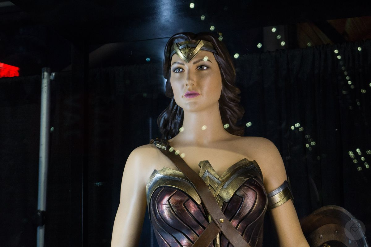 Wonder Woman costume from Justice League movie in glass case at NYCC 2017, close-up