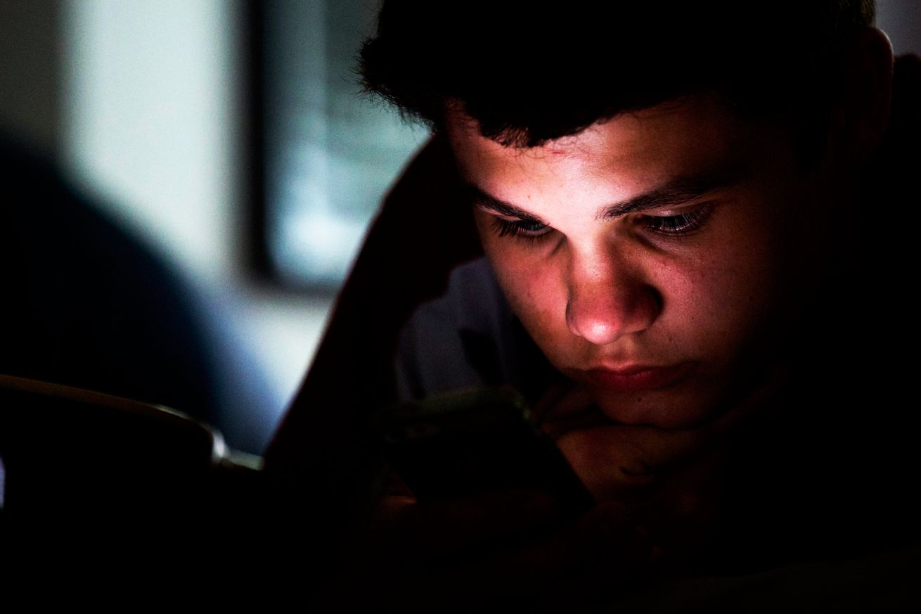 be careful what you believe about screen time making you blind