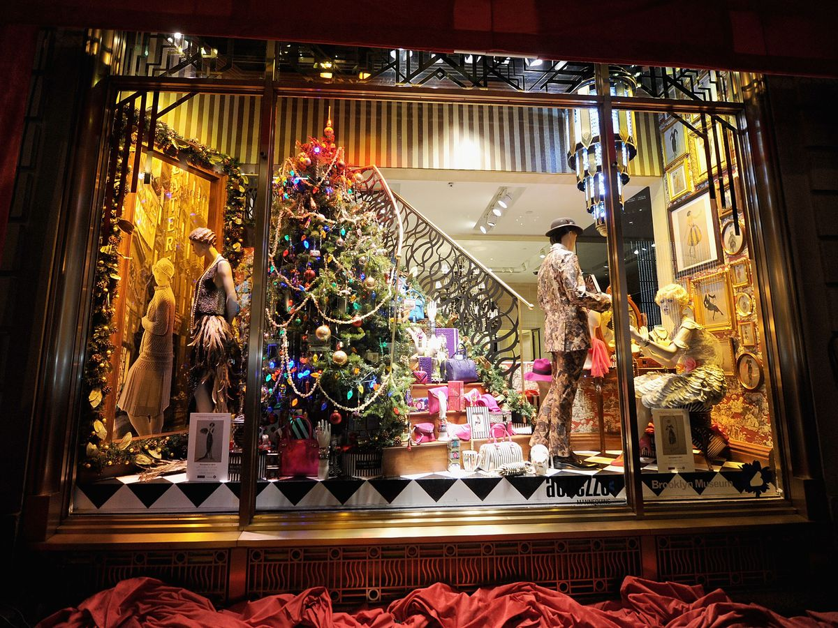 Magical Christmas Window Displays In NYC To See This Holiday |Holiday Window Displays