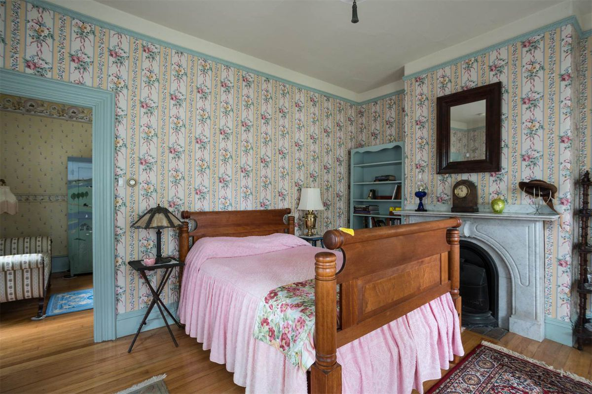Pretty in pink (and purple) Victorian wants $575K - Curbed