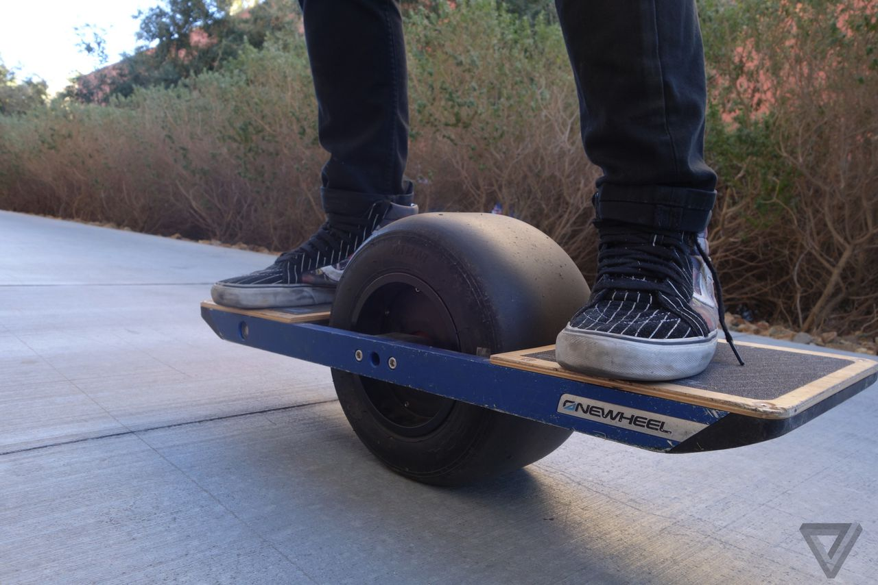 the onewheel isn 39 t a skateboard but it 39 s still fun as hell the verge. Black Bedroom Furniture Sets. Home Design Ideas