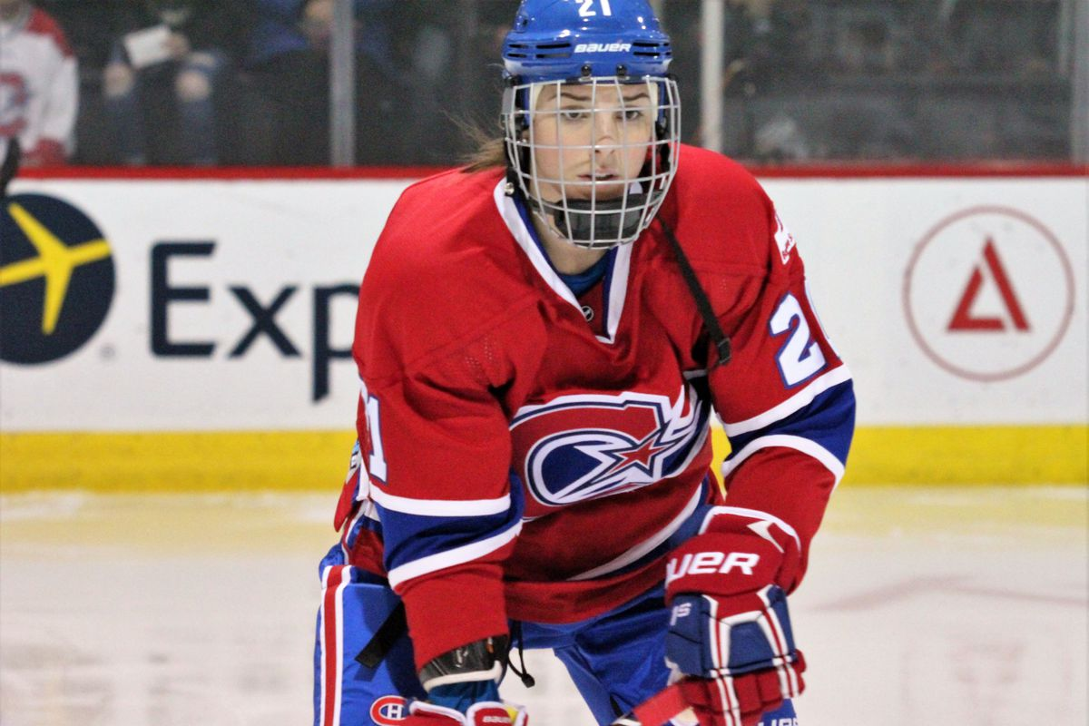 Hilary Knight (21) in her first game with the Canadiennes de Montréal  Shanna Martin   CWHL b5ec3ab6951