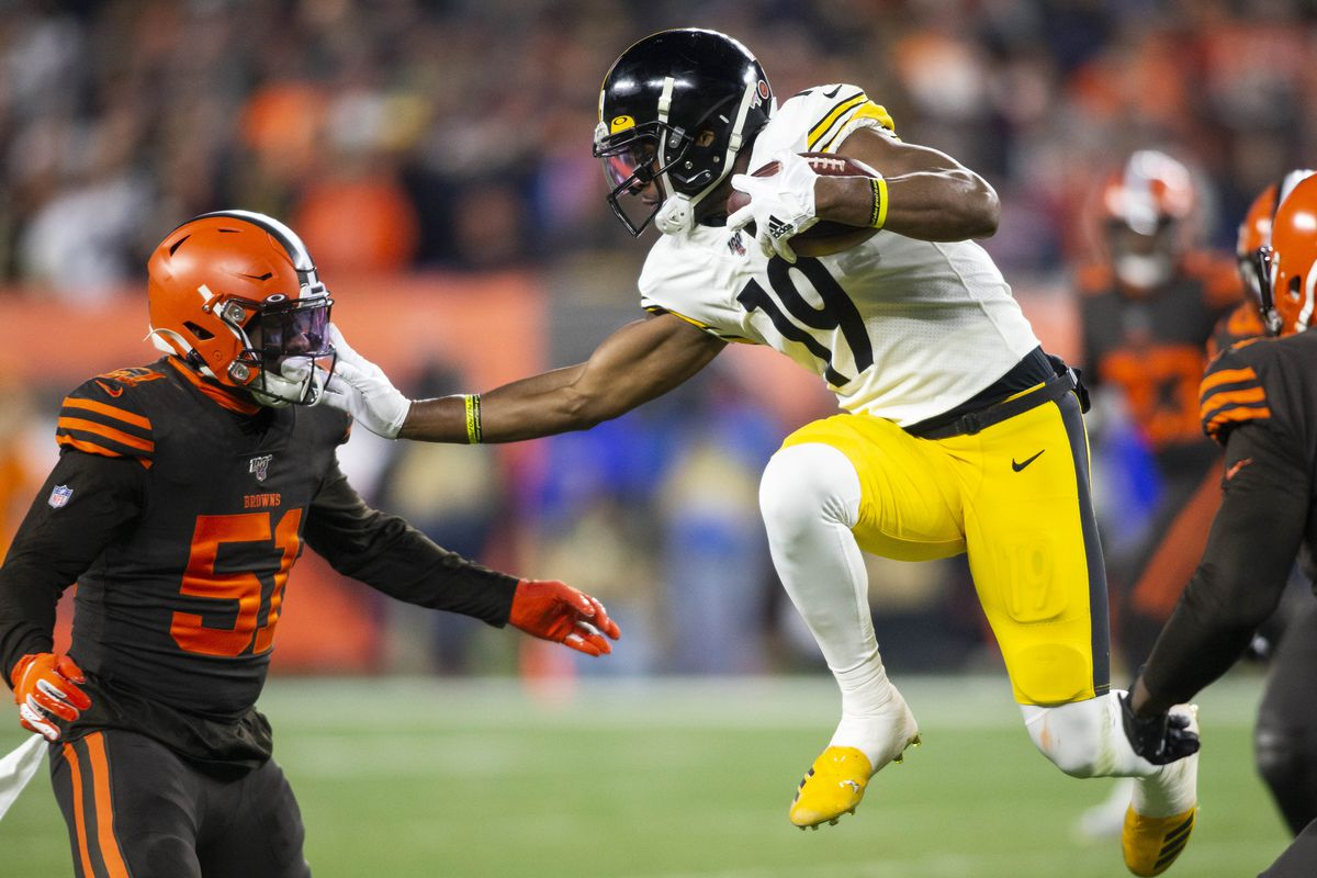 Pittsburgh Steelers wide receiver JuJu Smith-Schuster leaps and pushes off against Cleveland Browns linebacker Mack Wilson (during the first quarter at FirstEnergy Stadium.