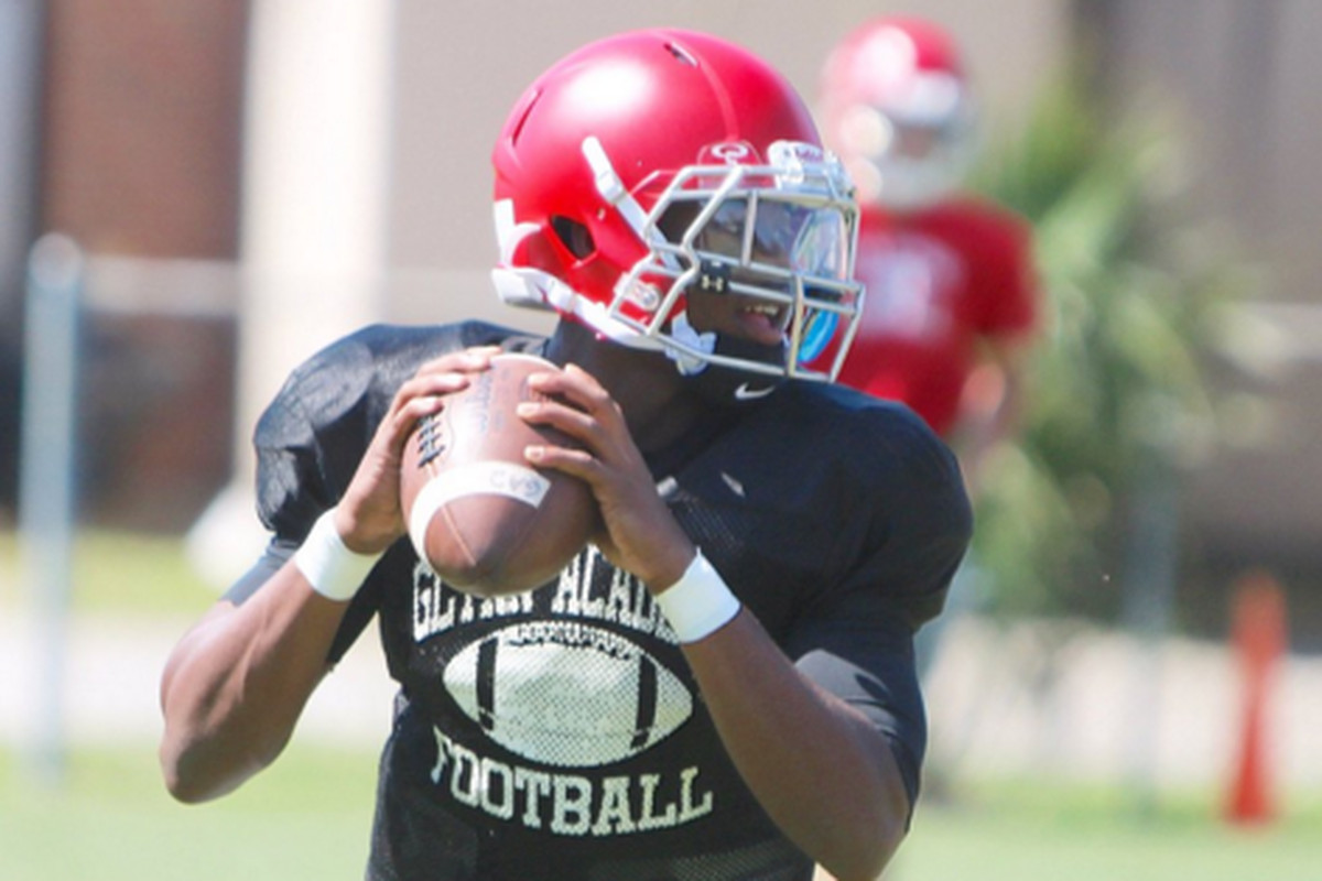 DeeJay Dallas takes throws during practice at Glynn Academy