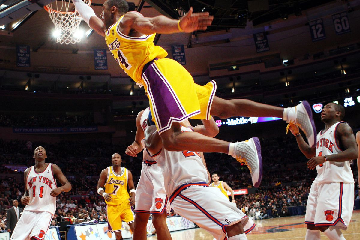 Los Angeles Lakers' Kobe Bryant drives to the basket during