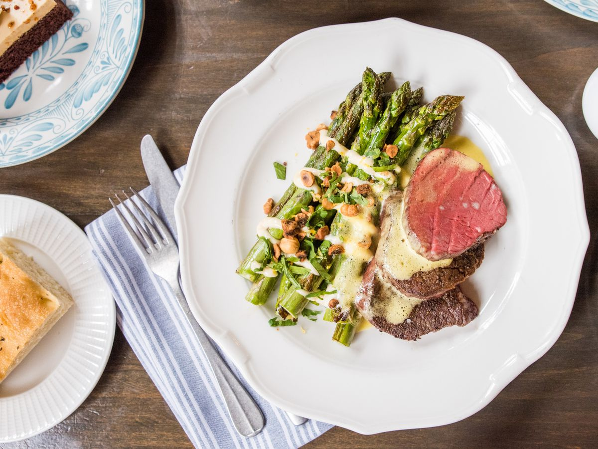 A plate of steak and asparagus.
